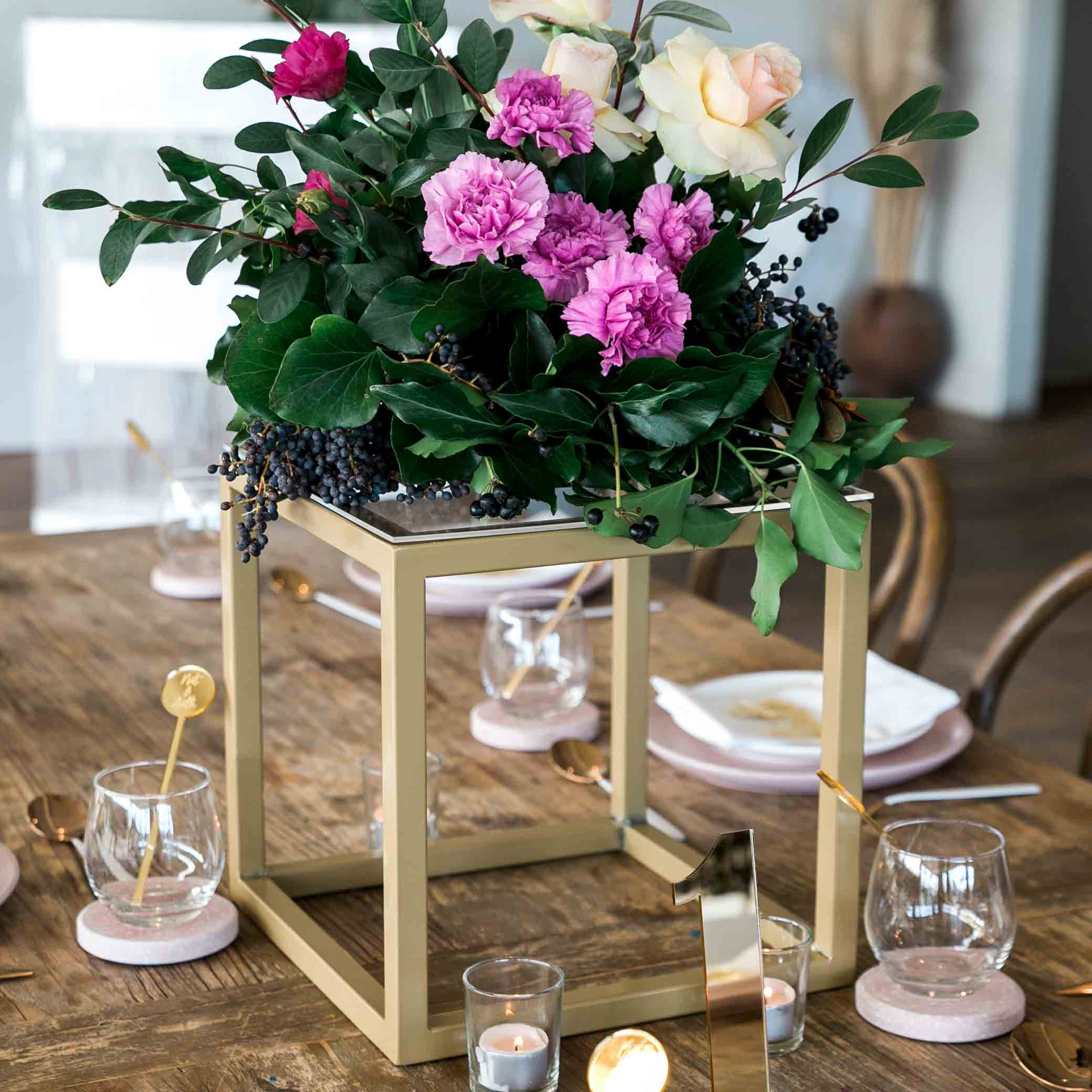 Gold Cube Metal Centerpieces Table Top Stand Decoration